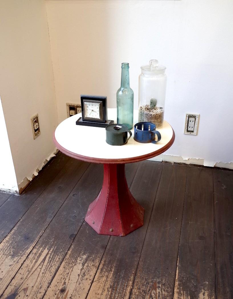アンティーク  レトロ丸テーブル 木製(価格  2,000円/税別)
