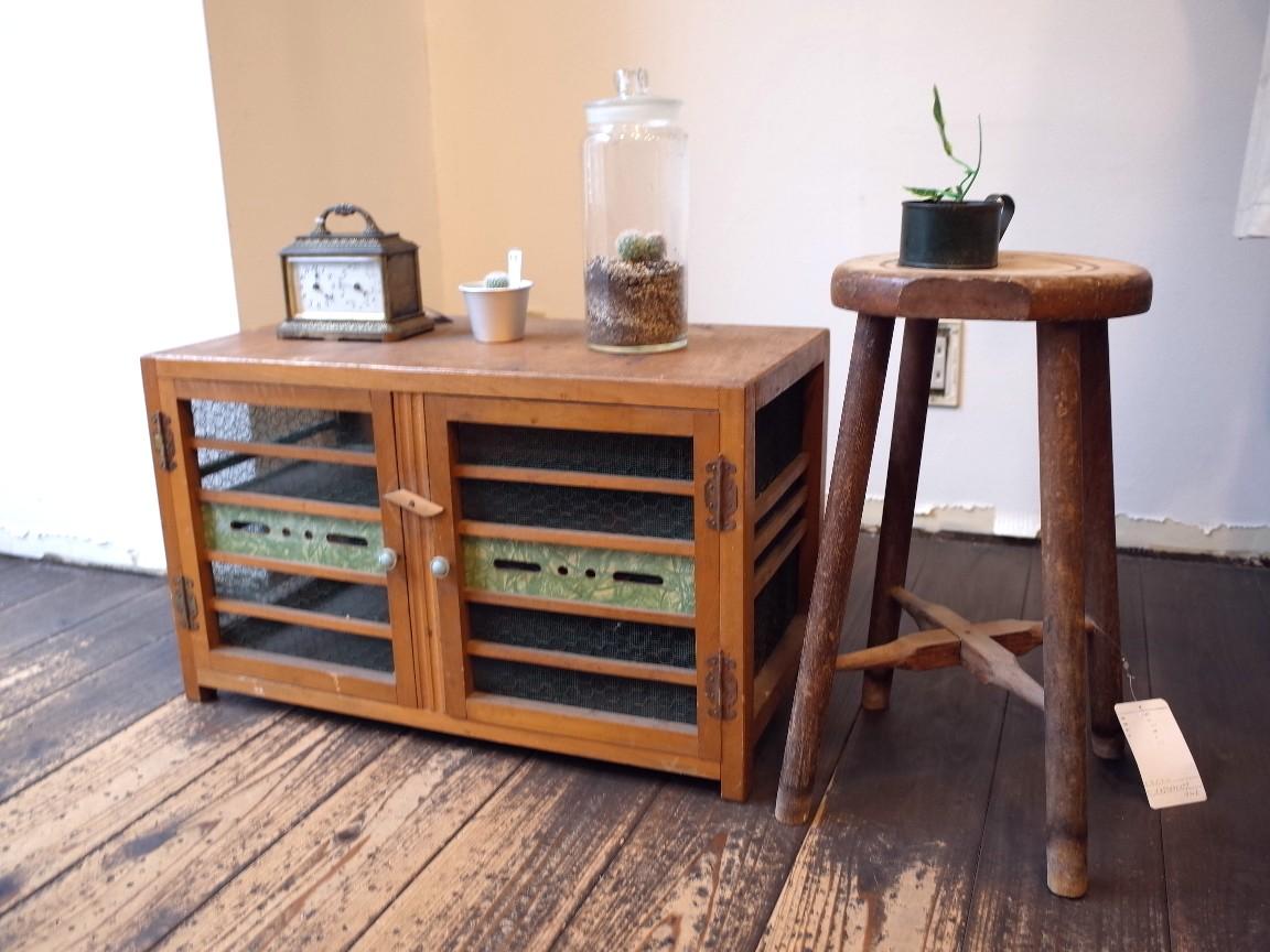 古道具 コンパクトでシャビーな木製棚 かわいいインテリア!