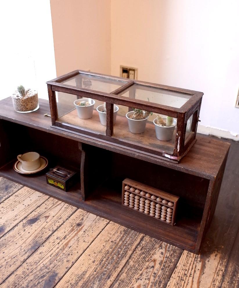 古道具 小ぶりなガラスショーケース 木製 シャビー