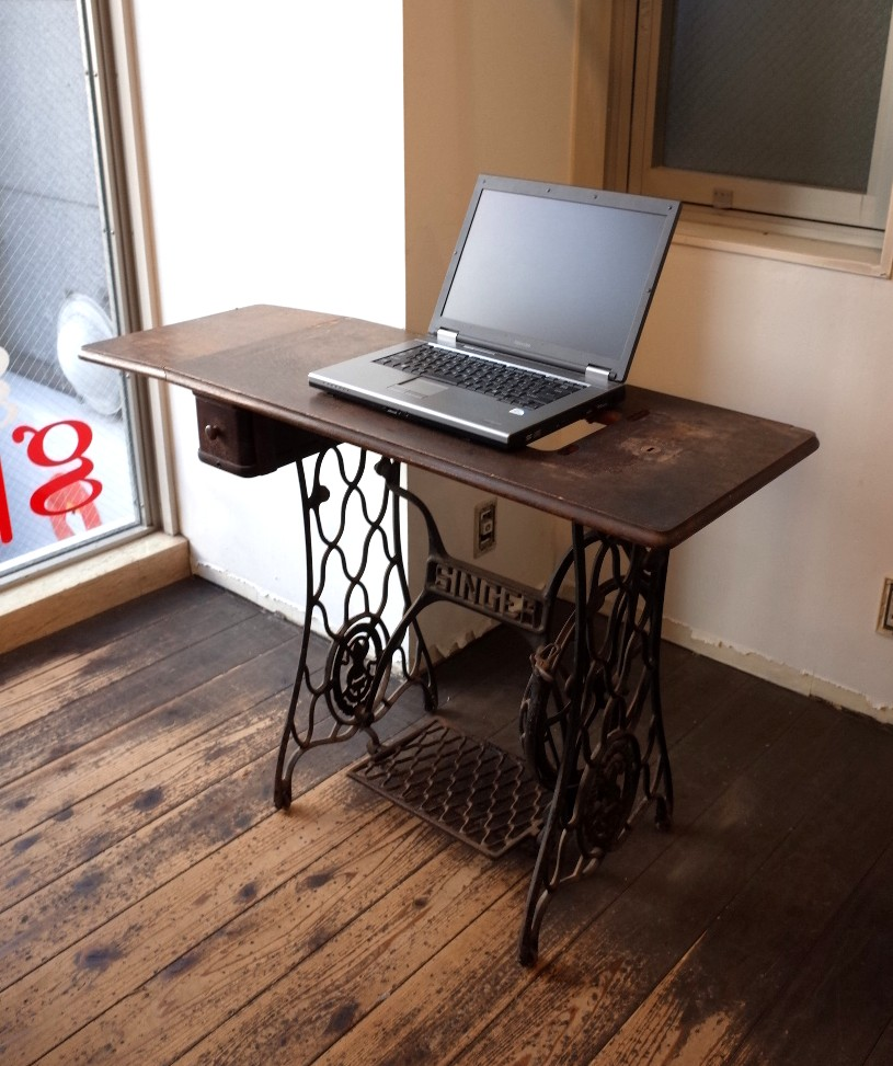 シンガー/SINGER アンティークミシン台 パソコンテーブルとして使えます